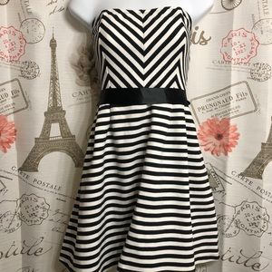 🛍Charlotte Russe Strapless Black and White Dress